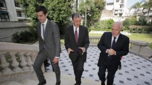 Urtubey reemplazó al ministro de Economía para que trabaje en la campaña
