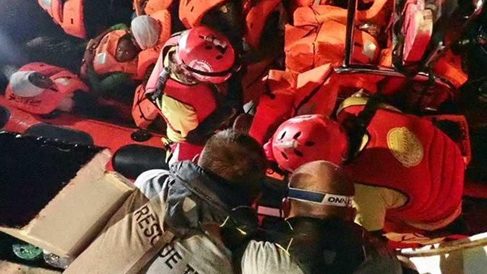 Desembarcan a otros 182 náufragos en un puerto siciliano