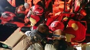 Barco de una ONG rescata a migrantes en el Mediterráneo