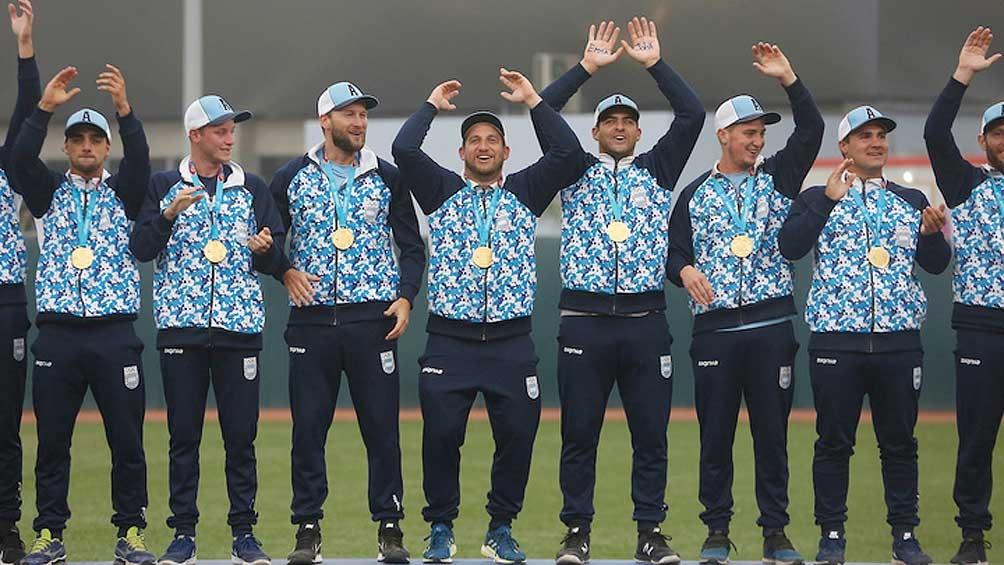 En el podio, el equipo argentino -integrado por 13 entrerrianos- festejó la décima medalla de oro en Lima 2019.