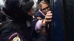 La policía vuelve a detener a opositores que se manifestaron en el centro de Moscú