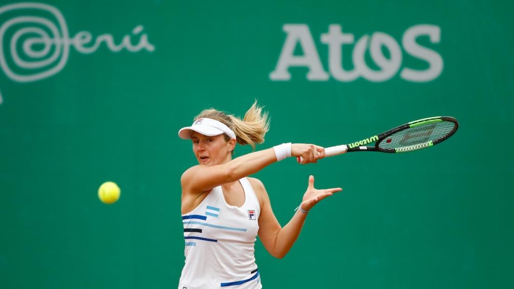 Nadia Podoroska dio la gran sorpresa en el tenis derrotando en la final a la estadounidense Caroline Dolehide.