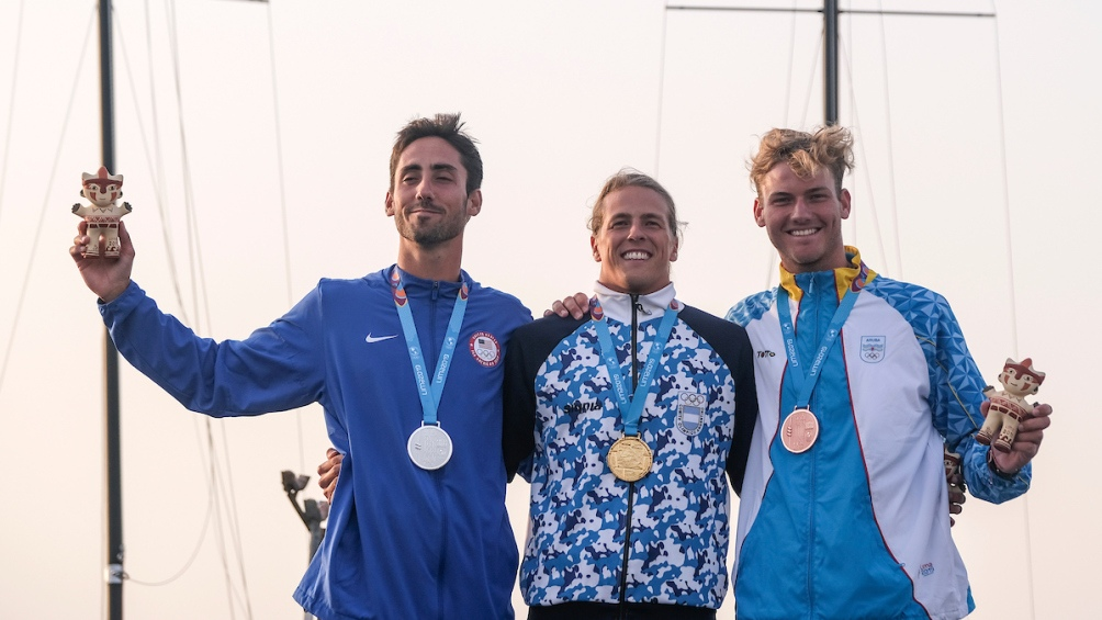 En el podio Saubidet Birkner con Pedro Pascual (Estados Unidos, plata) y Mack Eerenbeemt (Aruba, bronce).