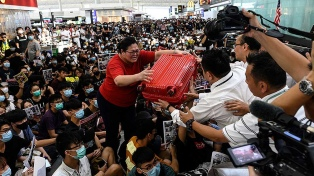 Un fallo judicial prohíbe protestas en el aeropuerto al cabo de dos días de bloqueo