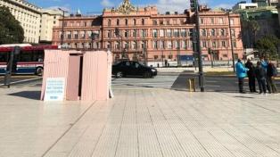 """Para visibilizar el problema de vivienda, Techo instaló una """"Casilla Rosada"""" en el Paseo del Bajo"""