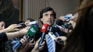 Lacunza juntó a su equipo económico antes de reunirse con Macri