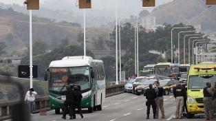 Francotirador mata al secuestrador del colectivo en Río de Janeiro
