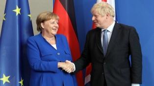 Merkel sugirió ante Johnson que aún es posible un acuerdo para el Brexit