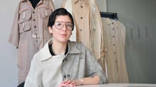 Prendas teñidas con yerba y algodón sin agrotóxicos: una apuesta a la moda sostenible