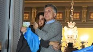 """""""Podemos ser mejores"""", dijo Macri al saludar en Plaza de Mayo y hubo movilizaciones en todo el país"""