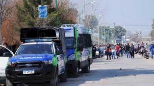 Trabajadores de la Uocra volvieron a YPF Ensenada en medio de un gran despliegue policial