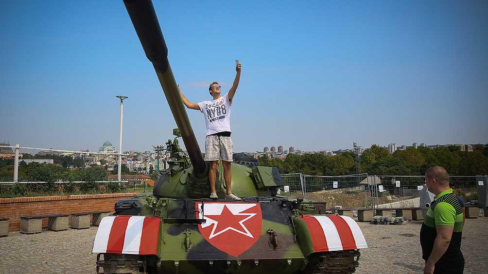 Polémica por el uso de un tanque de guerra para animar al Estrella Roja de Belgrado
