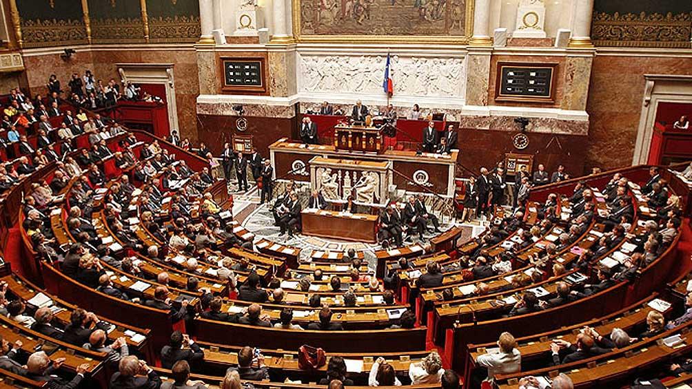 El gobierno francés quiere recortar un 25% el número de parlamentarios