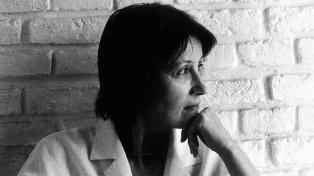 """Elena Oliveras: """"En la sociedad de consumo, hasta la intimidad del dolor extremo se vuelve integrable"""""""