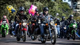 Unos 2500 motociclistas cruzaron la Ciudad para repartir juguetes a los niños del Hospital Garrahan