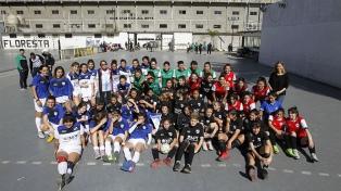 Más de 50 niñas futbolistas festejaron su día con un torneo
