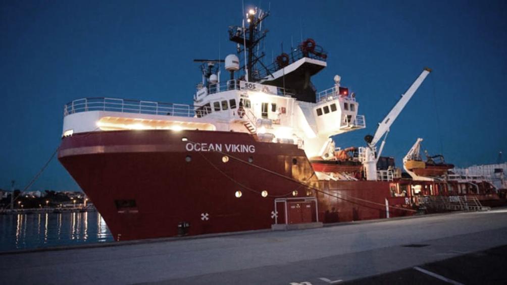 El gobierno secuestró el barco de una ONG alemana con 104 náufragos a bordo