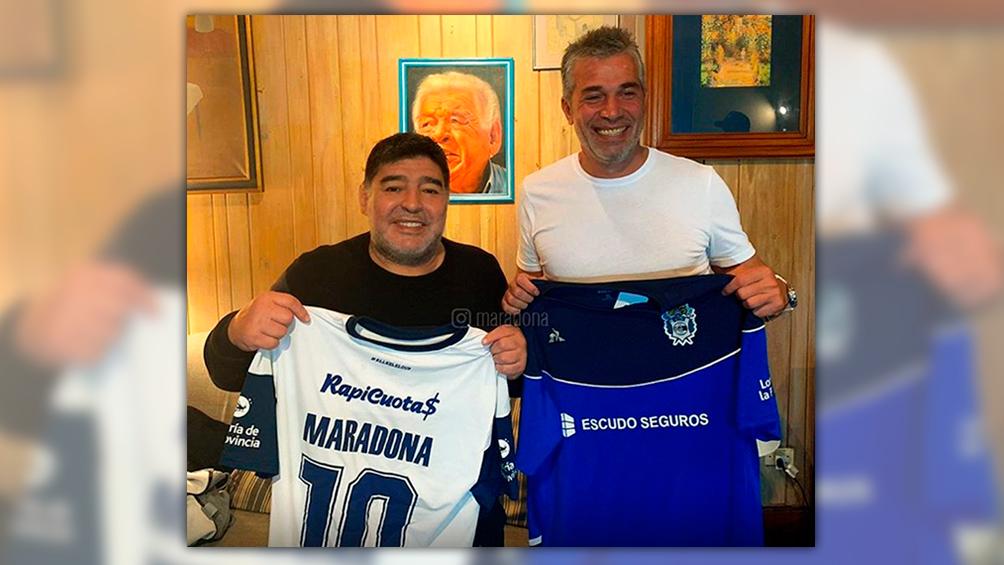 Maradona es presentado como DT en Gimnasia y La Plata es una revolución