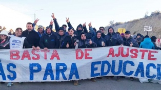 """Los maestros anunciaron la continuidad del paro y Arcioni los acusa de """"tomar de rehenes a los alumnos"""""""