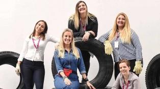 Diez rosarinas son las primeras mujeres graduadas como gomeras profesionales en Argentina