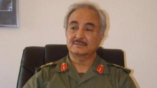 Bombardean el único aeropuerto civil operativo de Trípoli
