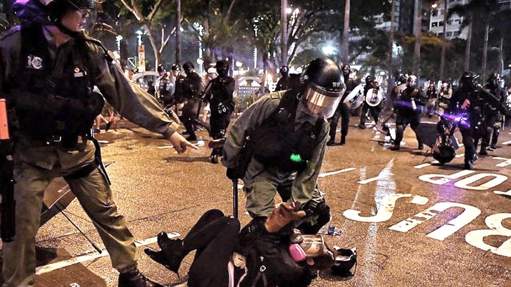 Dos heridos graves tras otra jornada de protestas en Hong Kong