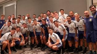 """La Selección de fútbol recibió la visita de """"Manu"""" Ginóbili"""