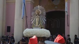 Las imágenes del Señor y la Virgen del Milagro recorren las calles de la ciudad de Salta