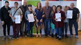 La gobernadora Vidal entregó escrituras a unas 160 familias de Lanús