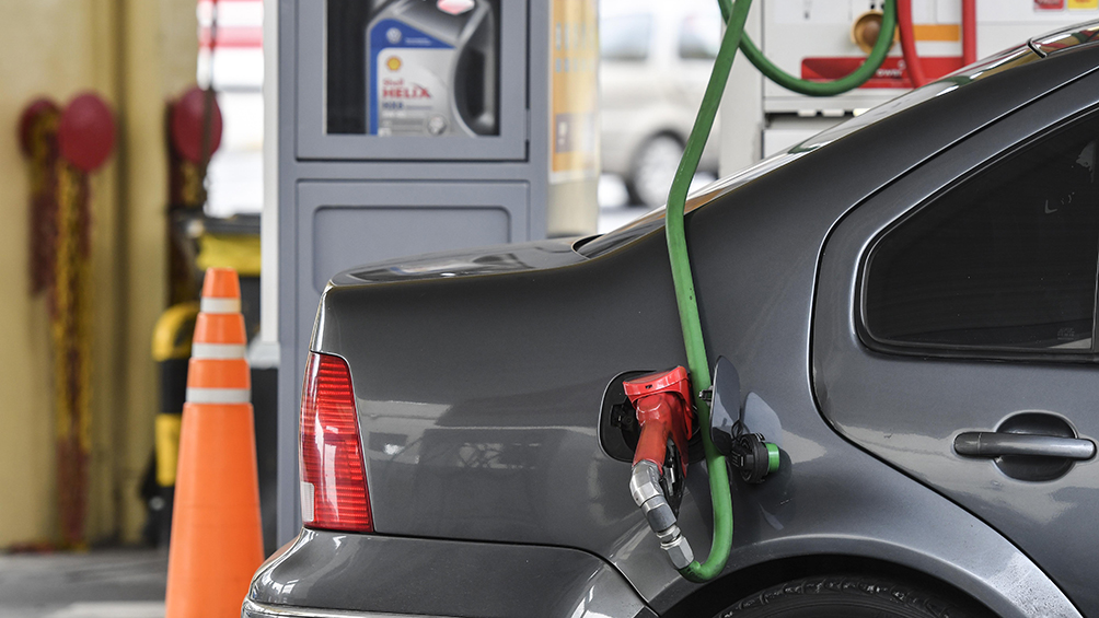 El Gobierno dispuso un aumento del impuesto a combustibles que gravan las naftas y el gas-oil
