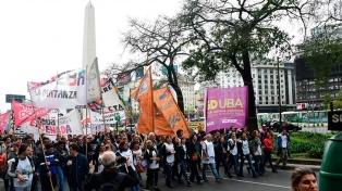 Gremios docentes y partidos de izquierda se movilizan en la zona del Obelisco