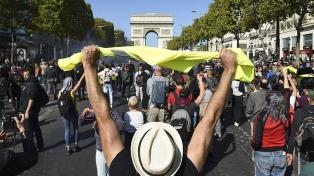"""Los """"chalecos amarillos"""" volvieron a protestar, en una París que contuvo otras dos manifestaciones"""