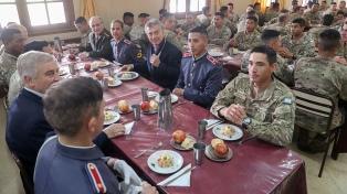 Macri compartió un almuerzo con aspirantes a suboficiales del Ejército