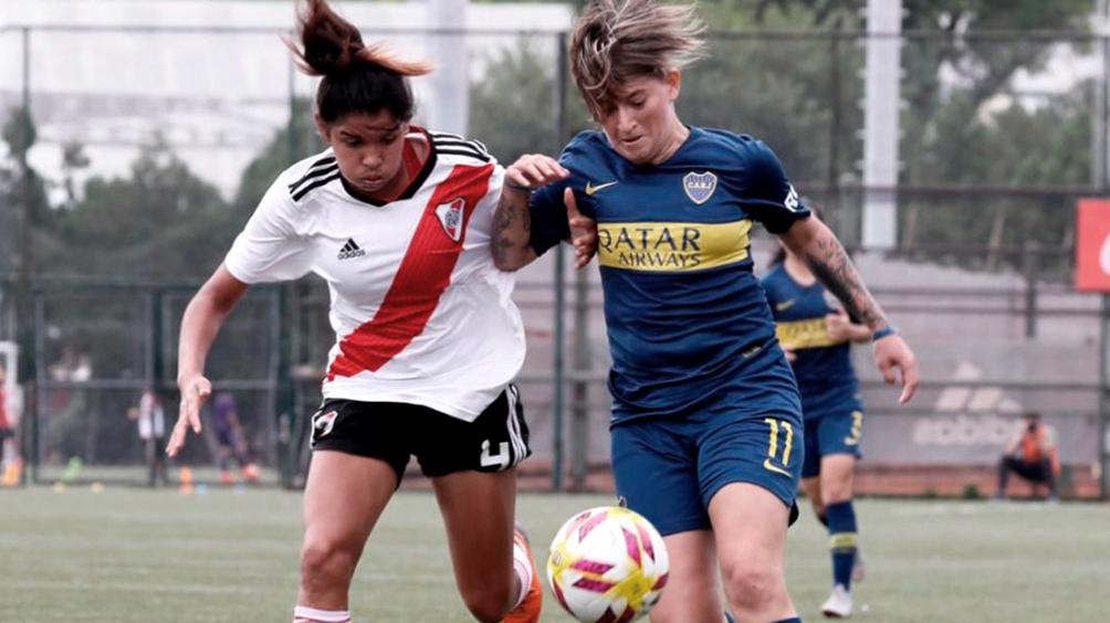 Boca y River juegan el primer Superclásico en la era profesional