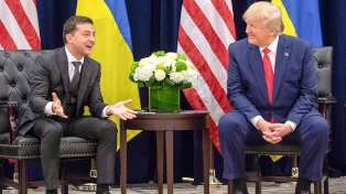 Trump instó a su par de Ucrania a investigar a Biden, según transcripción