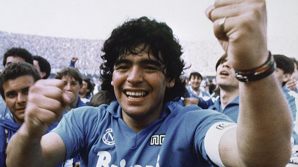 Una camiseta que usó Maradona en el Nápoli fue subastada en 7.500 euros