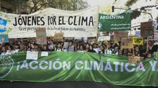 Organizaciones ambientalistas y ciudadanos marcharon contra el cambio climático