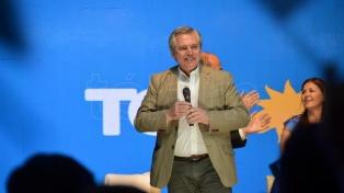 Fernández visita a los gobernadores en Chaco y cierra la campaña con un acto en Mar del Plata
