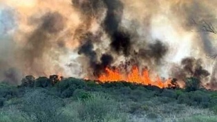 Se mantienen activos pero controlados dos focos de incendios forestales en Traslasierra