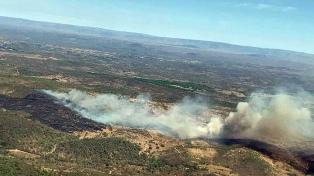 Se mantienen dos focos de incendios en las forestaciones serranas