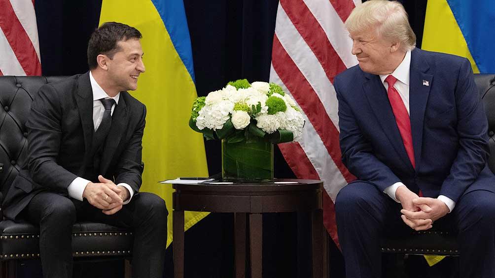 Informante del Ucraniagate acusa a Trump de poner en peligro a su familia