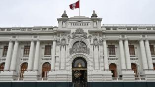 Los peruanos van a las urnas para restablecer el Congreso disuelto hace cuatro meses