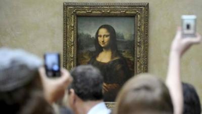 La Gioconda volvió renovada a su sala habitual en el Louvre