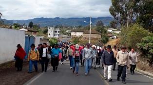 Indígenas ecuatorianos se organizan como partido político y el FMI elogia la revisión del ajuste