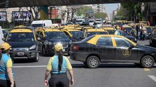 Los taxistas volvieron a protestar contra Uber y Cabify con asambleas públicas