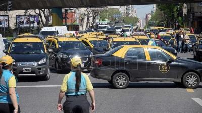 Los taxistas vuelven a protestar contra Uber y Cabify con asambleas públicas
