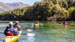 Esquel propone kayak y rafting para recorrer ríos y lagos de la comarca andina en época estival