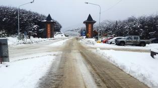 Sigue el mal tiempo: nieva en Ushuaia y suspenden clases en Río Grande