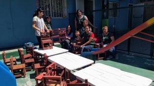 Presos construyen mobiliario para un jardín de infantes incendiado