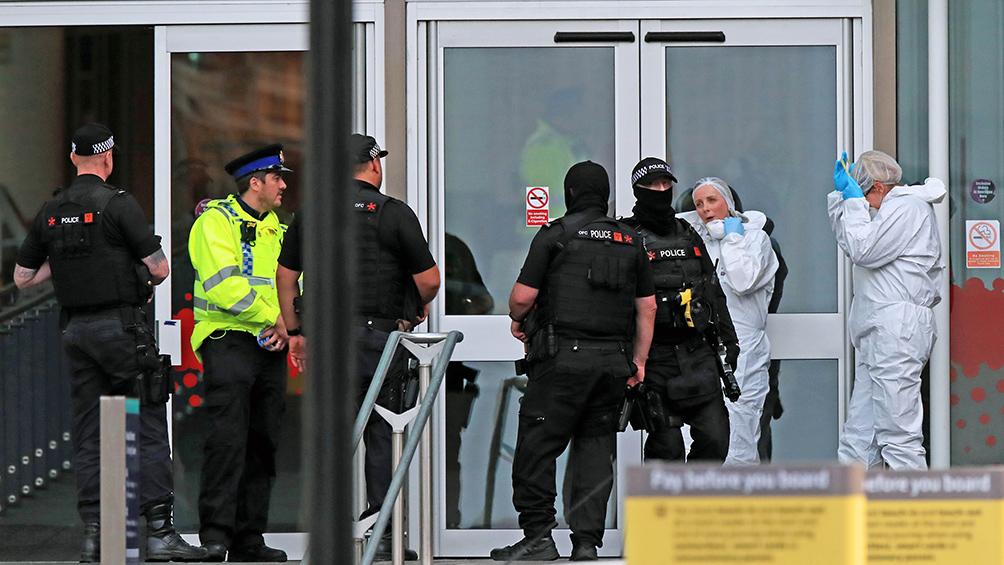 Cuatro personas fueron acuchiladas en un centro comercial en Manchester